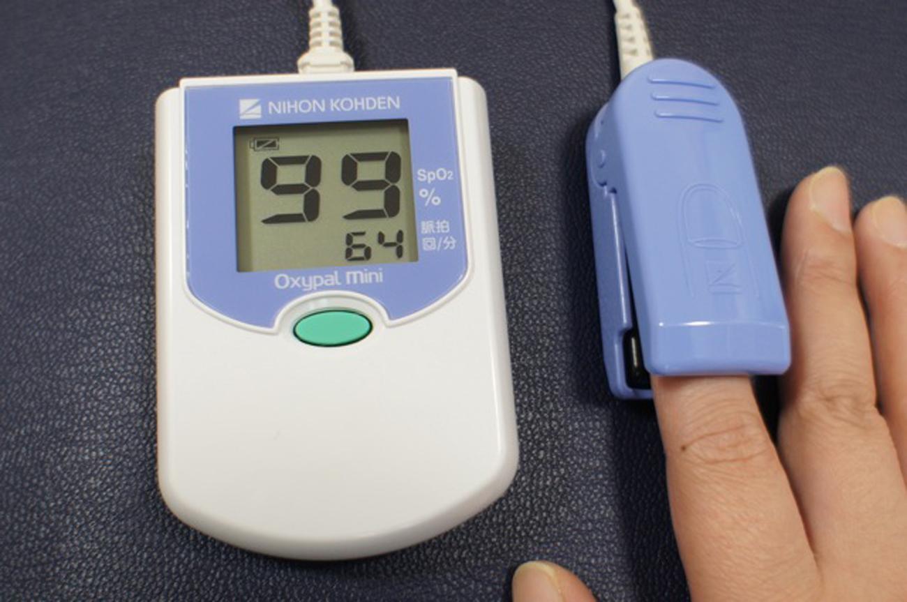 経皮的血中酸素飽和度測定器:SAT-2200N